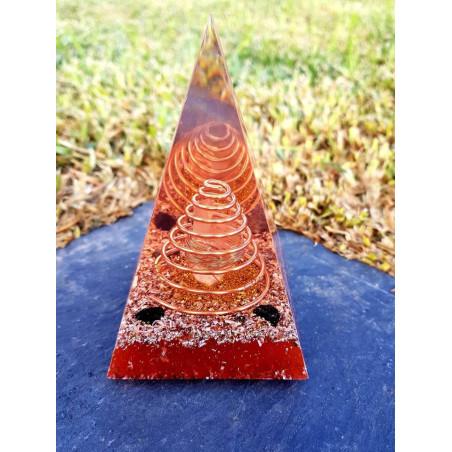 Pirâmide Orgonite Núbia L com Turmalina Negra