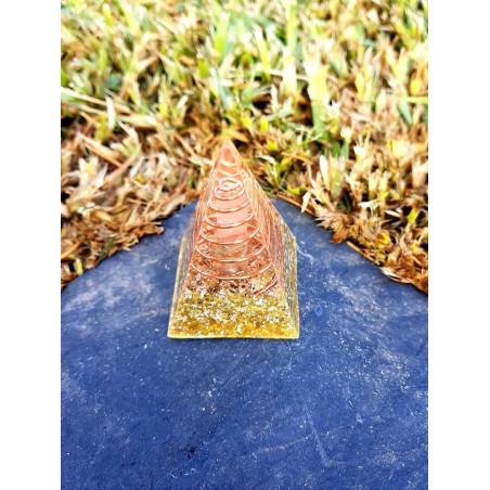 Pirâmide Orgonite Núbia -Dourada S